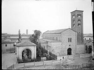 Basilica di S.Francesco con relativa piazza in ristrutturazione.