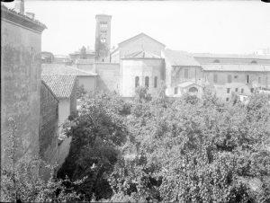 Retro di S.Francesco e l'odierno parcheggio di Largo Firenze.
