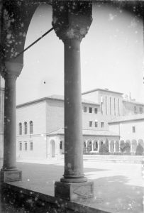 Piazza S.Francesco vista dal portico del palazzo della Provincia.